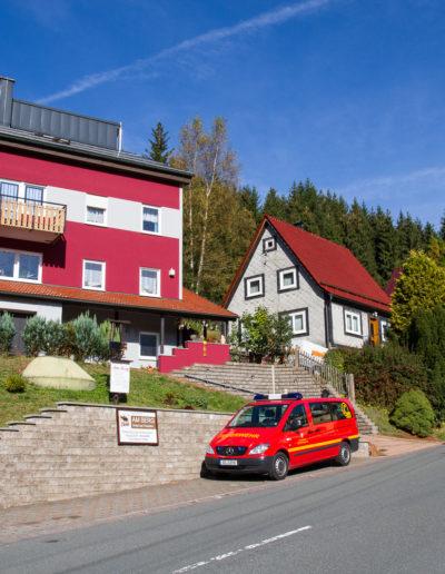 Ferienhaus. Ansicht von der Hauptstraße.